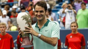 Roger Federer y un nuevo trofeo conquistado