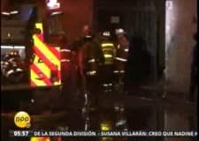 Incendio consumió fábrica de papel higiénico en San Juan de Lurigancho