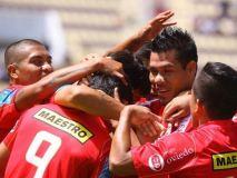 El goleador Hernán Rengifo inició el camino del triunfo del Juan Aurich en Moquegua.