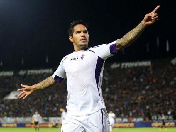 El peruano Juan Manuel Vargas fue gestor del triunfo de la Fiorentina por la Europa League.