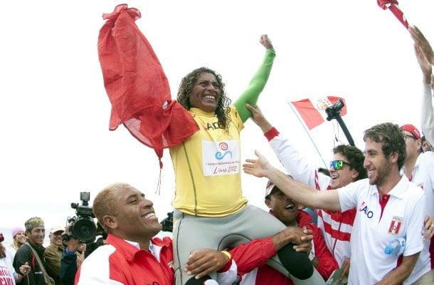 Analí Gómez se proclamó campeona en el ISA World Surfing Games.