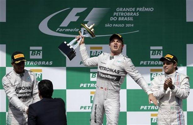 Nico Rosberg ganó en Interlagos y el campeonato mundial se definirá en Abu Dhabi.