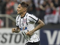 El peruano Paolo Guerrero marcó por primera vez tres goles en un solo partido con el Corinthians.