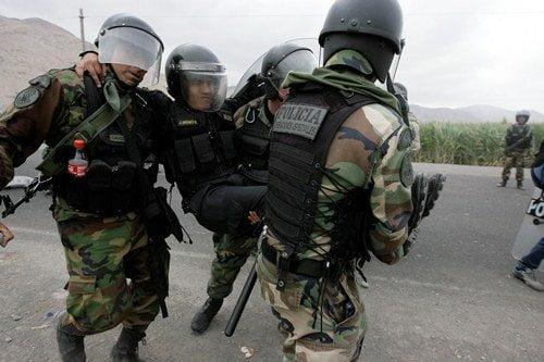 Arequipa: Policías fueron flagelados con cadenas en Islay