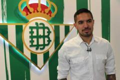 Real Betis de la primera división del fútbol español hizo oficial la contratación del peruano Juan Manuel Vargas.