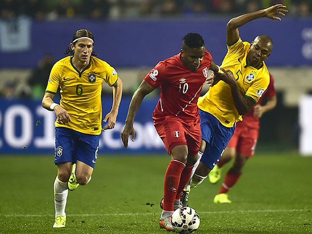 Jefferson Farfán liderará la ofensiva nacional ante Brasil en la Arena Fonte Nova.