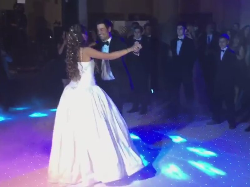 Chayanne sorprende con baile junto a su hija quinceañera (Facebook)