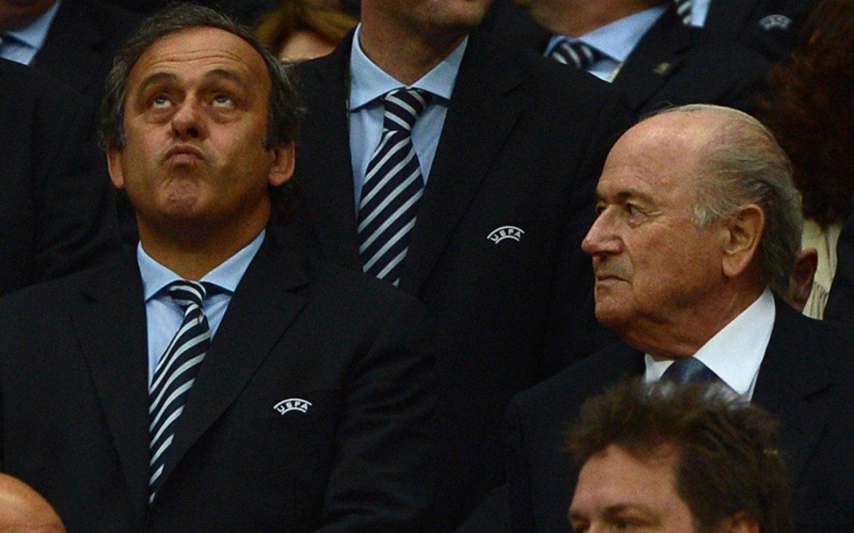 El francés Platiní (presidente de la UEFA) y el suizo Joseph Blatter (presidente de la FIFA) quedaron fuera del fútbol por ocho años.
