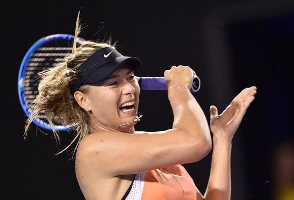 Sharapova avanzó a tercera instancia de Australia en base a su potencia.
