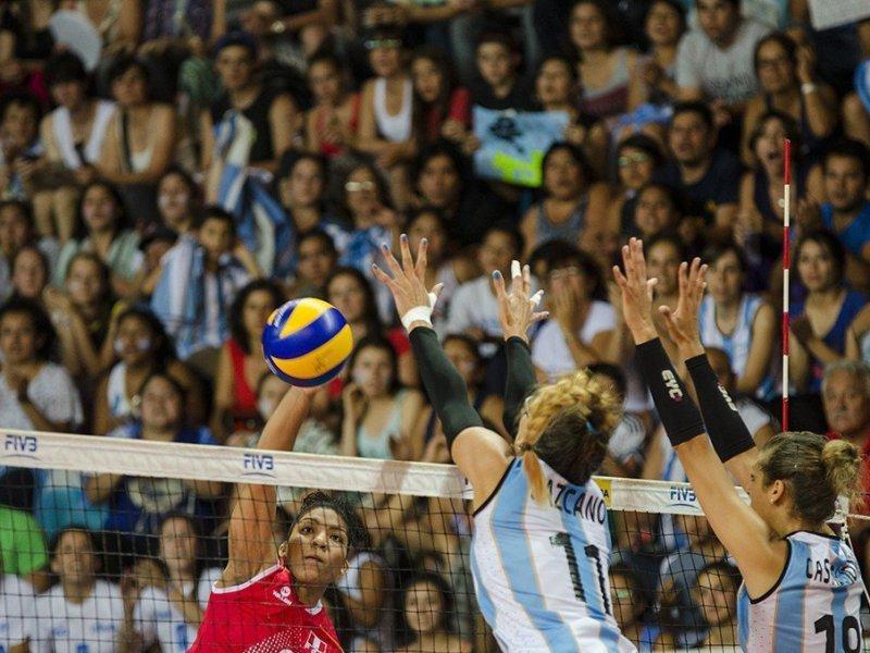 Las argentinas fueron superiores al representativo peruano.
