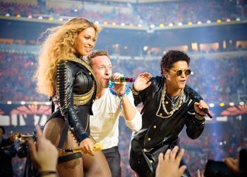 La presentación de ColdPlay, Beyoncé y Bruno Mars en el espectáculo de medio tiempo del Super Bowl 50
