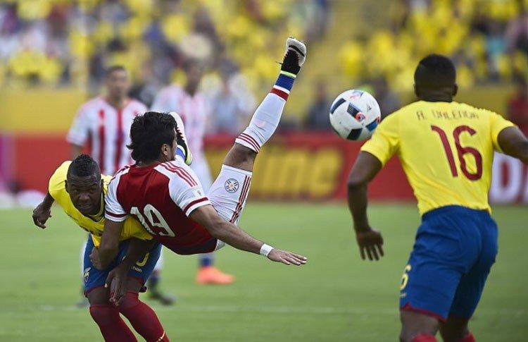 Ecuador rescató un empate en su cancha frente al duro Paraguay.
