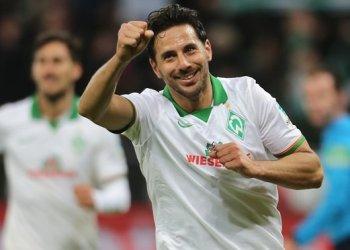 Claudio Pizarro va por otro record en la Bundesliga y con el Werder Bremen.