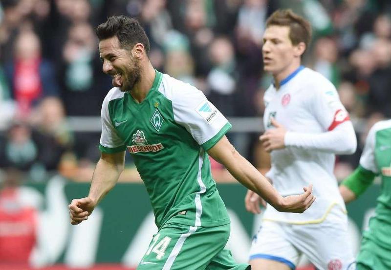 Claudio Pizarro alcanzó a Marco Bode como goleador histórico del Werder Bremen.