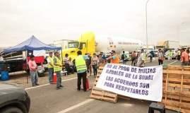 Paro de transportistas en la frontera, pone en riesgo las exportaciones peruanas a Chile.
