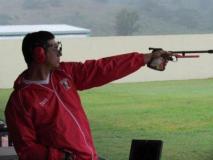 Marko Carrillo se ubica en los últimos lugares de la modalidad pistola rápida a 25 metros.