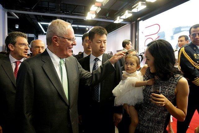 El presidente del Perú pasó un grato momento con la comunidad peruana residente en Beijing.