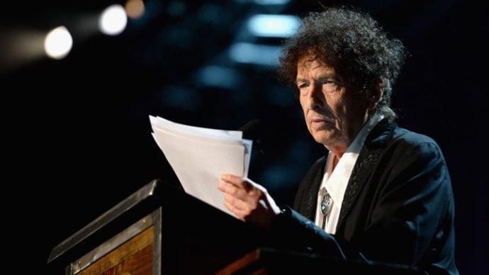 El cantautor estadounidense Bob Dylan recibirá el premio Nobel de Literatura el 10 de diciembre.