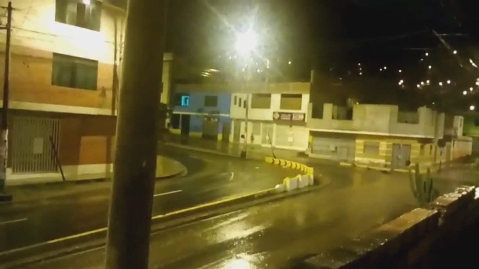 Lluvia de verano inundó calles, avenidas y provocó aniegos [VIDEO]