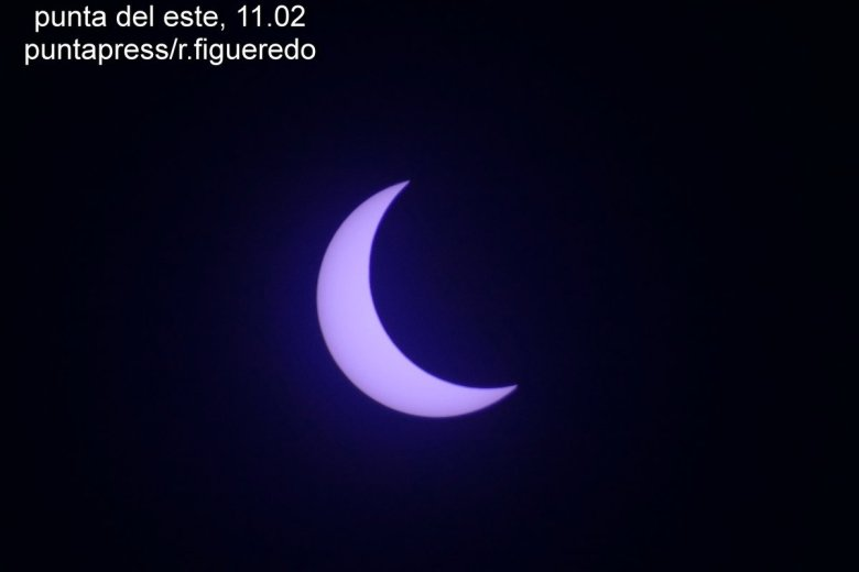 Usuarios publicaron fotos del eclipse en las redes sociales