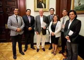 El presidente Kuczynski se reunió con cuenticos peruanos que desean poner sus experiencias y conocimientos al servicio del país.