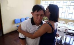 En el caso que una persona con síndrome de Down se altere, se le debe abrazar para transmitirle seguridad