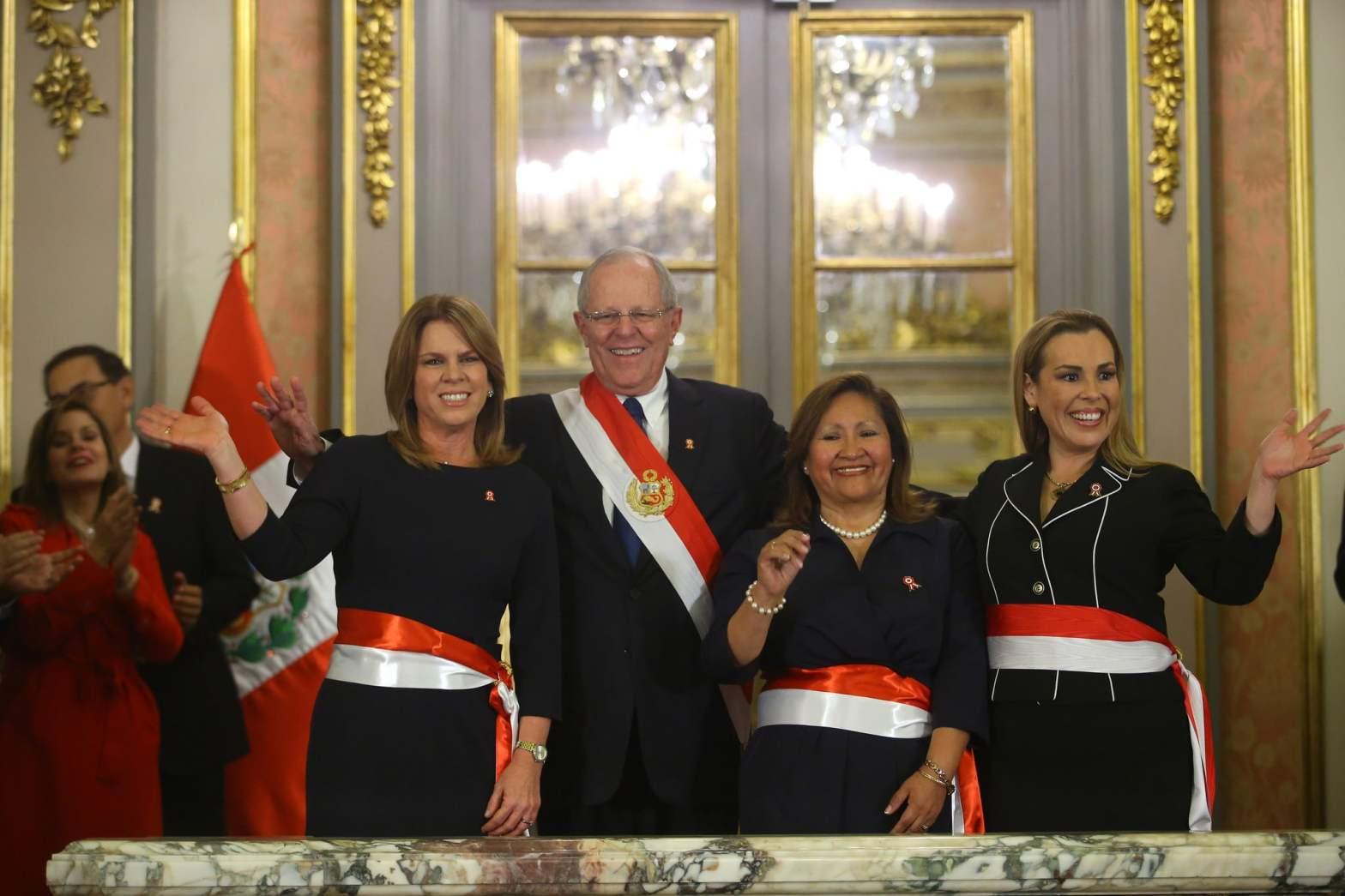 Presidente Kuczynski tomó juramento a ministras Aljovín, Choquehuanca y Molinelli