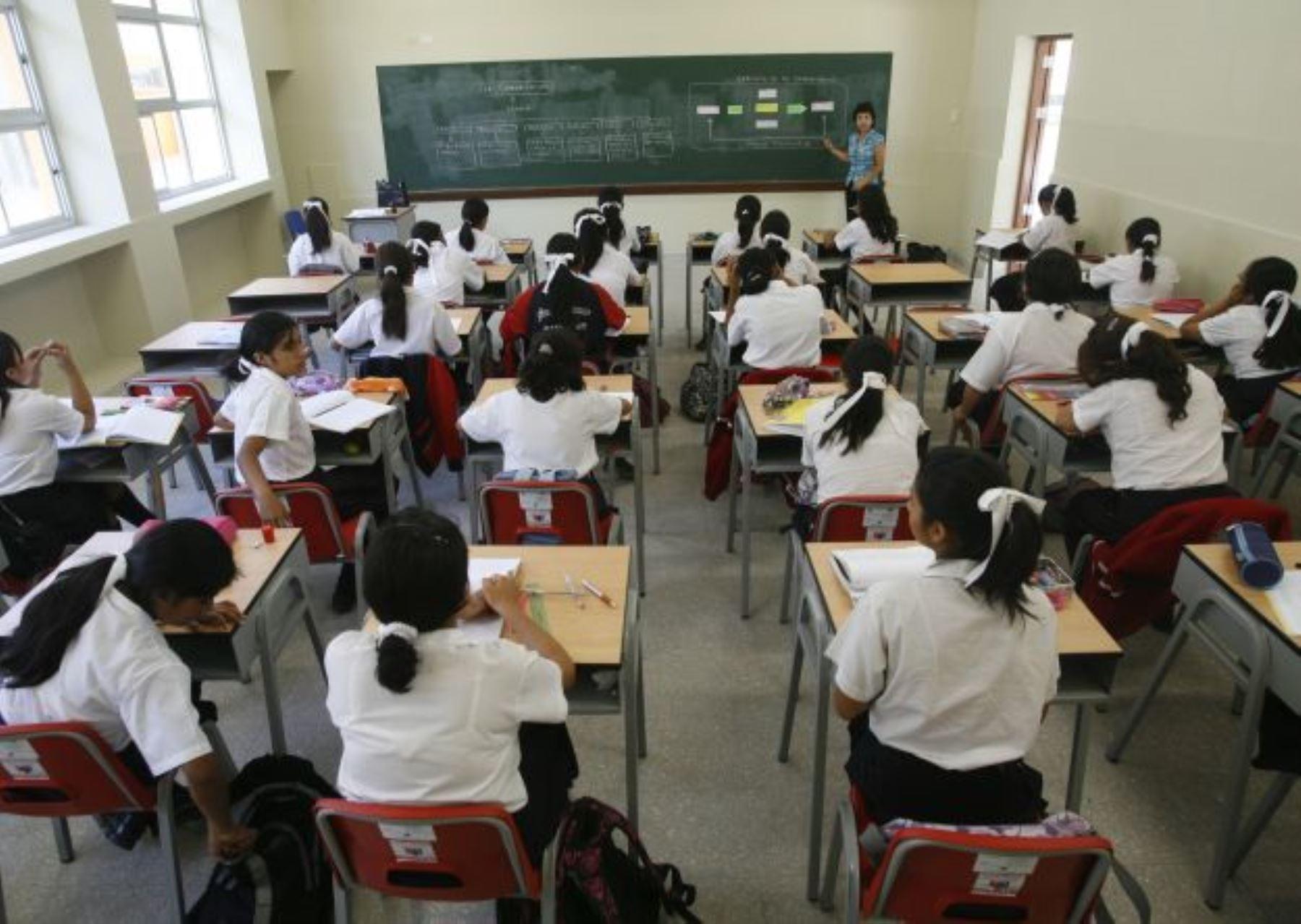 Desde hoy se aplican descuentos a maestros que no retornen a las aulas
