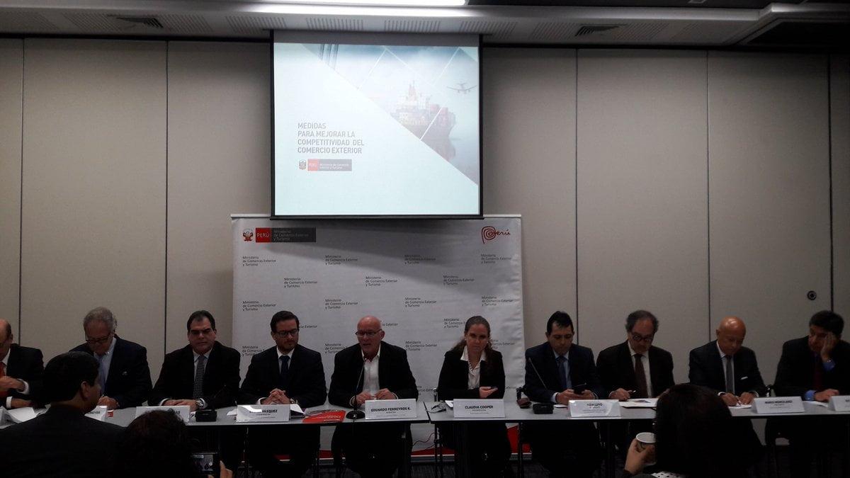 Gobierno presenta 13 medidas para impulsar competitividad del comercio exterior