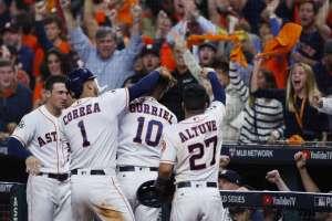 Serie Mundial: Astros superan 13-12 a los Dodgers y van por la hazaña a Los Ángeles