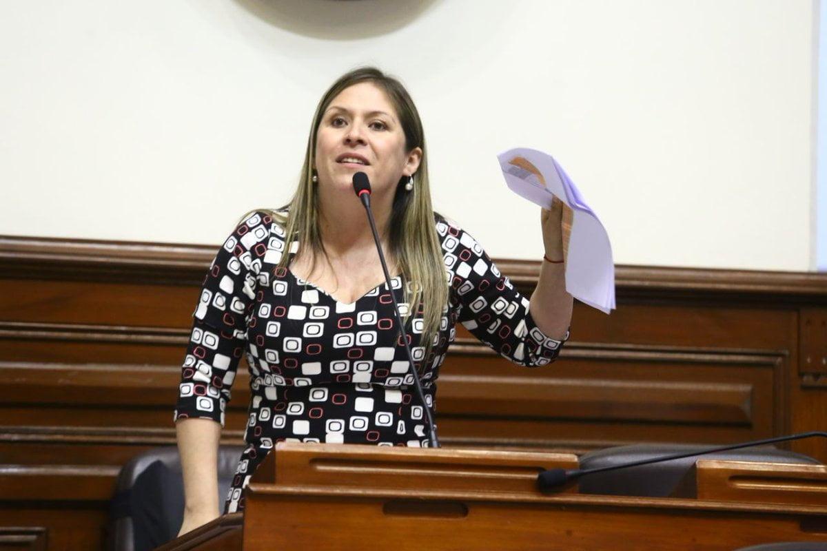 """Yeni Vilcatoma: """"El Congreso debe de tramitar la vacancia presidencial"""""""
