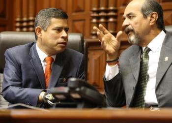 Luis Galarreta firmó la Ley que prohíbe postular a cargos de elección popular a los terroristas, narcotraficantes, violadores y corruptos.