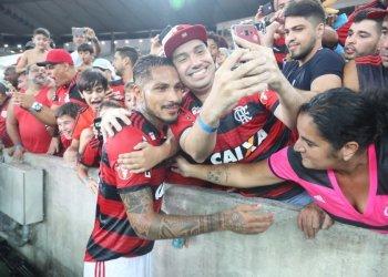 Paolo Guerrero fue ovacionado por los hinchas del Flamengo en su regreso a las canchas.
