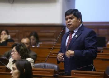 El congresista Galván retiraría su PL que obliga la colegiatura de periodistas.