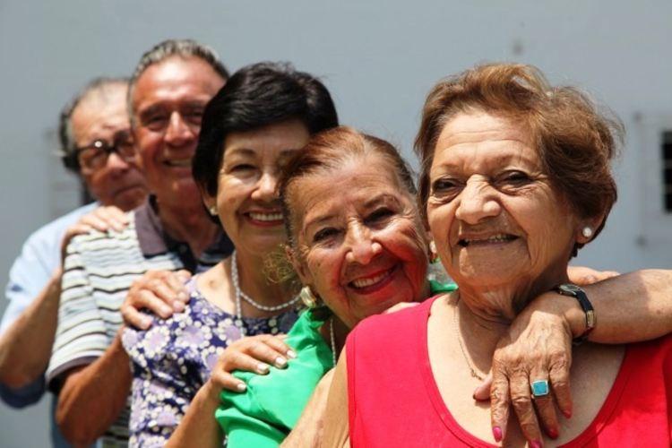 Minsa atiende a adultos mayores