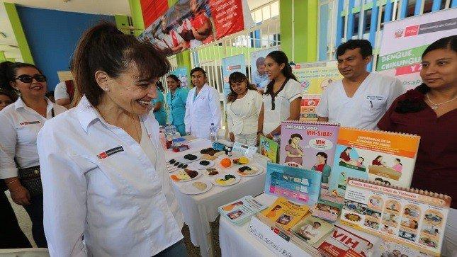 Ministra Silvia Pessah inspeccionó centros de vacunación en Tumbes