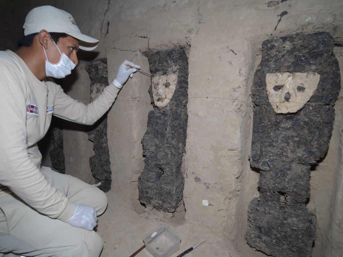 Chan Chan revela decoración mural y 19 estatuas de madera