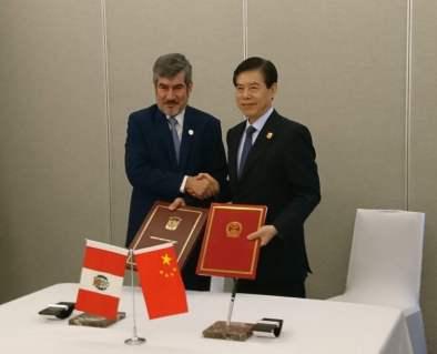 Perú y China negocian para optimizar Tratado de Libre Comercio