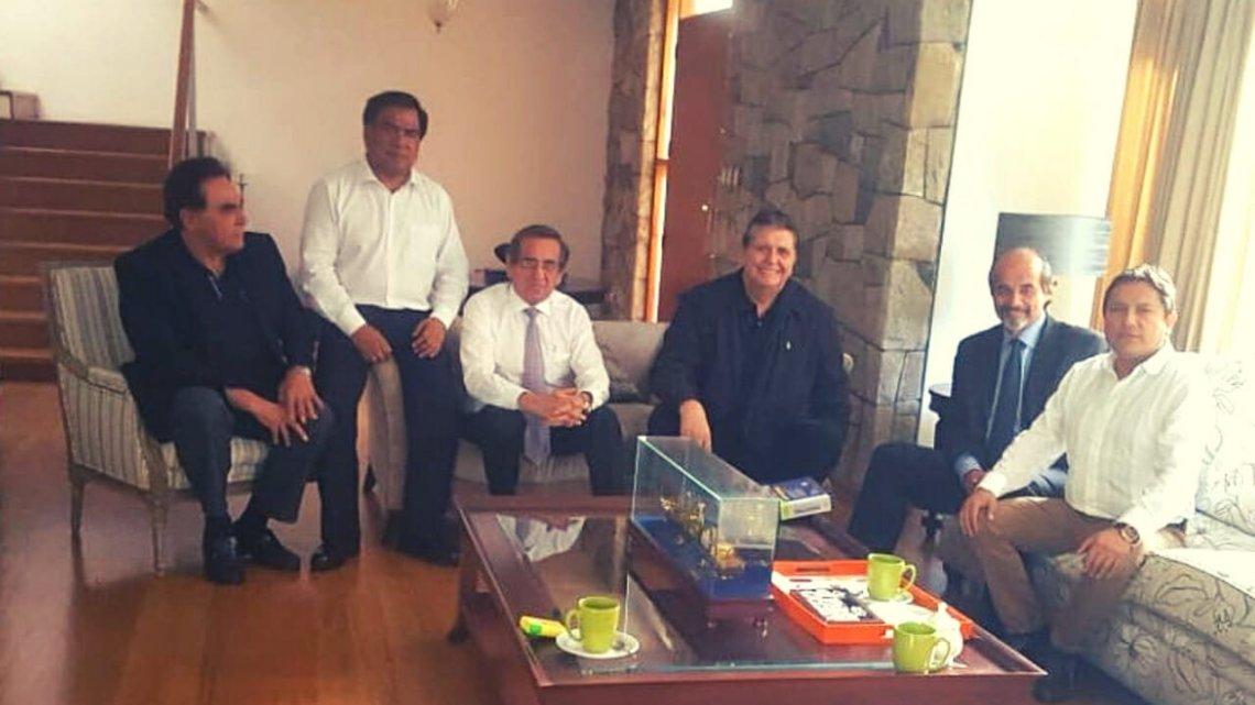 Alan García se reunió con congresistas del Apra y analiza su situación legal