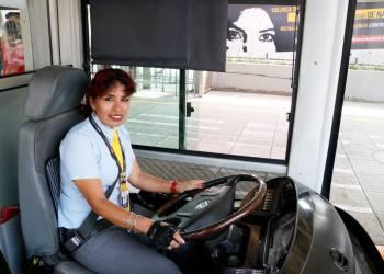 Mujer conductora del Metropolitano