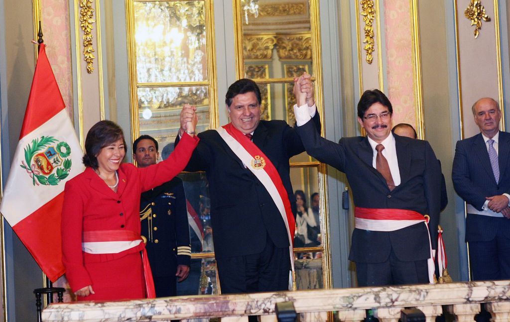 Alan García y Nidia Vílchez cuando juramentó como ministra
