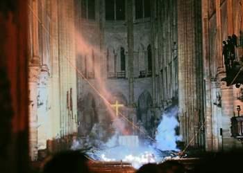 Impactante foto del interior de la Catedral de Notre Dame