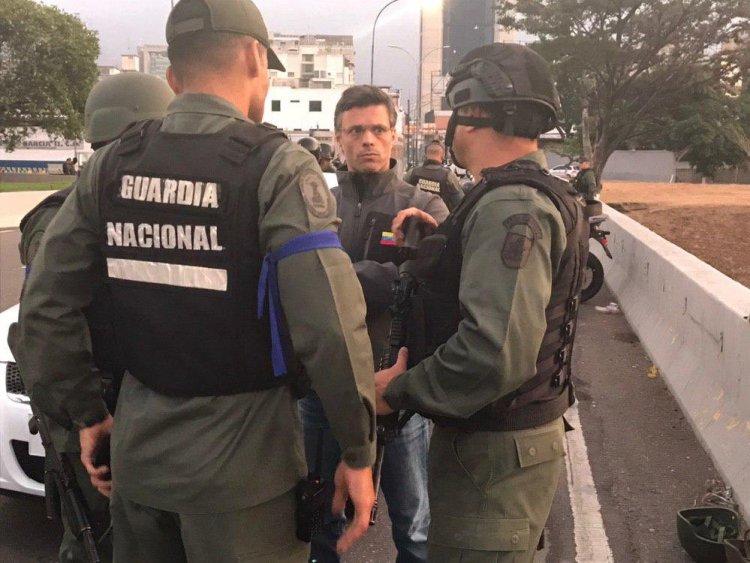 Leopoldo López dice que chavistas se comunican con alzados en armas