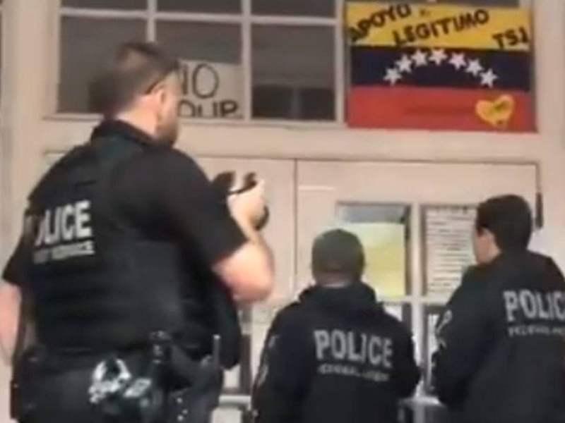 EE.UU. intenta desalojar a chavistas de la embajada de Venezuela