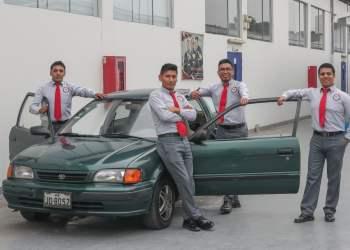 Jóvenes de las Fuerzas Armadas crean dispositivo de seguridad para autos