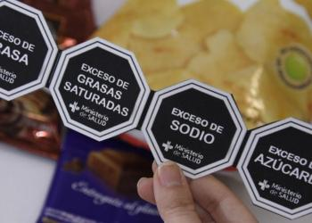 Alimentos procesados deben incluir advertencias publicitarias