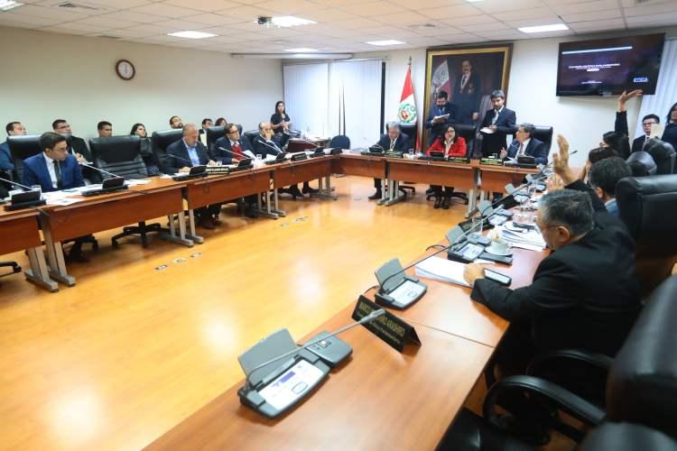 Fujimoristas y Apra votan por suspender 120 días a Daniel Salaverry