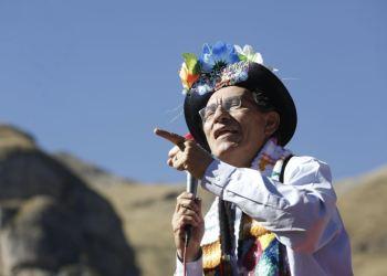 Martín Vizcarra rechaza críticas y polémica por mandiles rosados