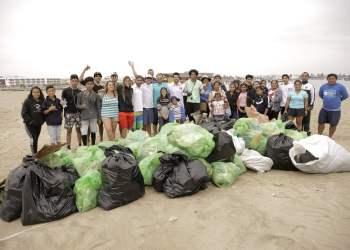 Paracas: Selección Peruana de Vela apoya limpieza de playas