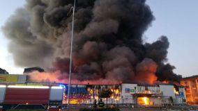 Gran incendio en tienda Sodimac durante protestas en Chile